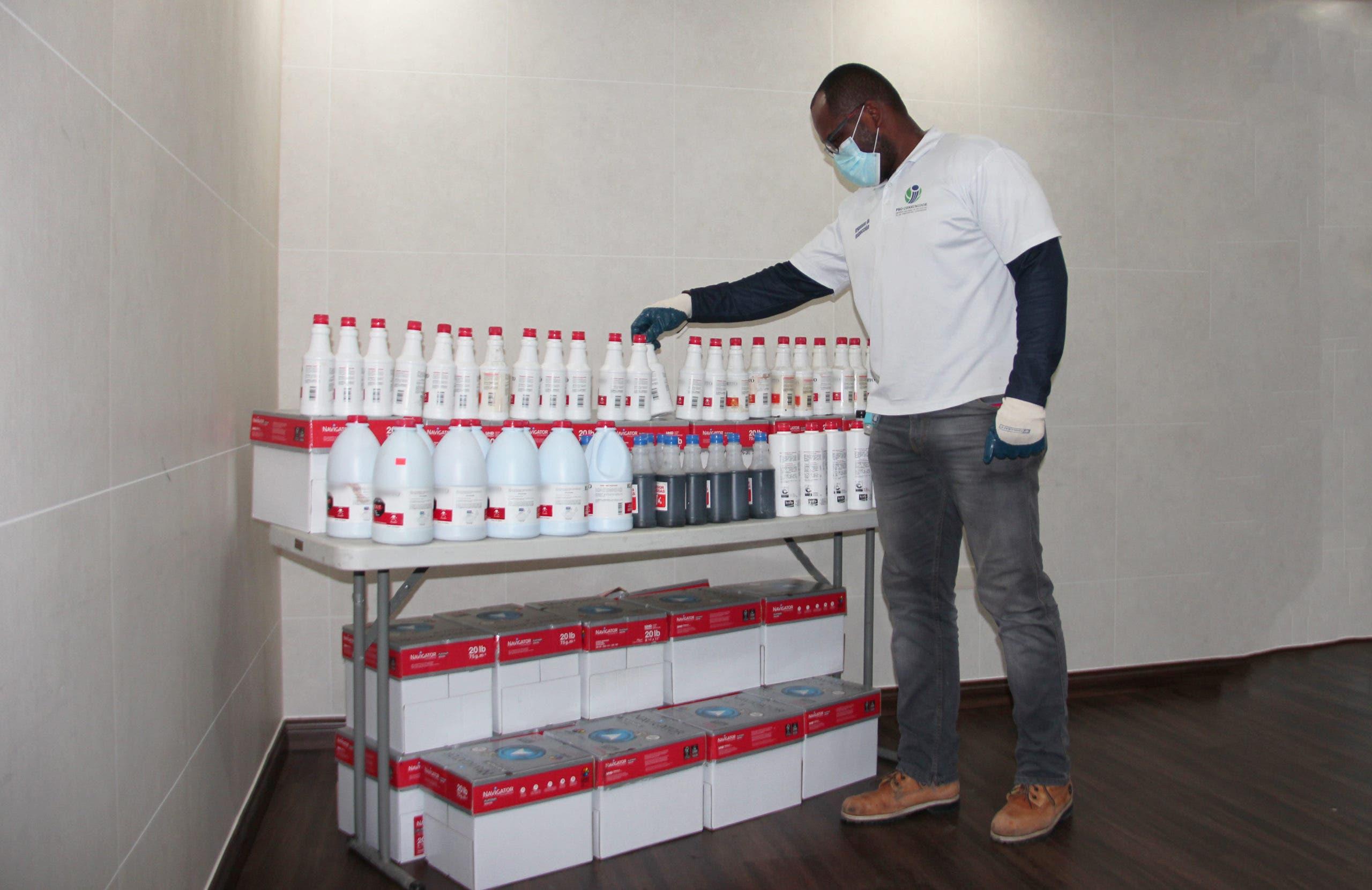 """Pro Consumidor confisca cientos de productos utilizados para fabricar """"ácido del diablo"""""""