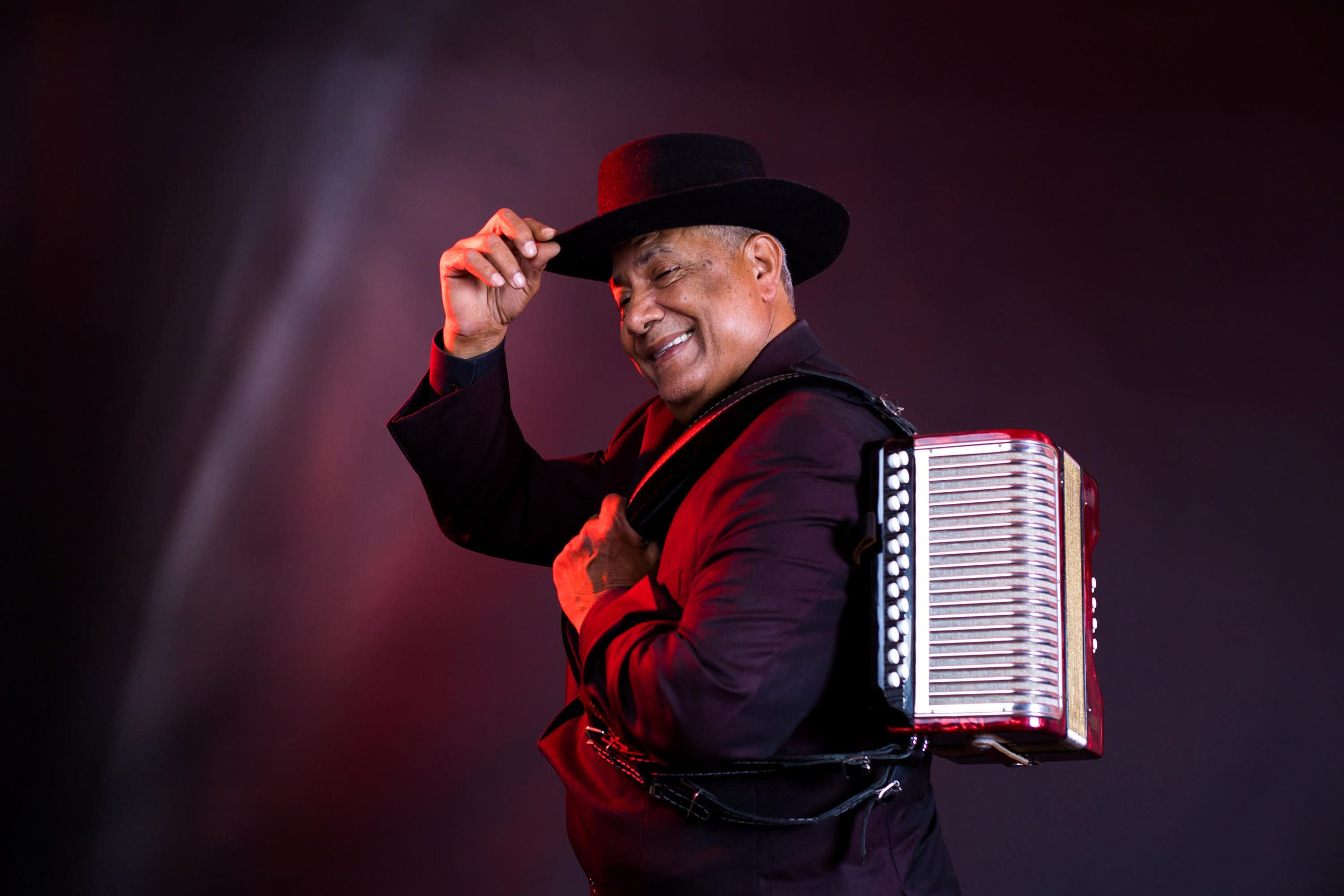 Francisco Ulloa ya tiene 50 años haciendo merengue típico  y lo celebra con gira a EU