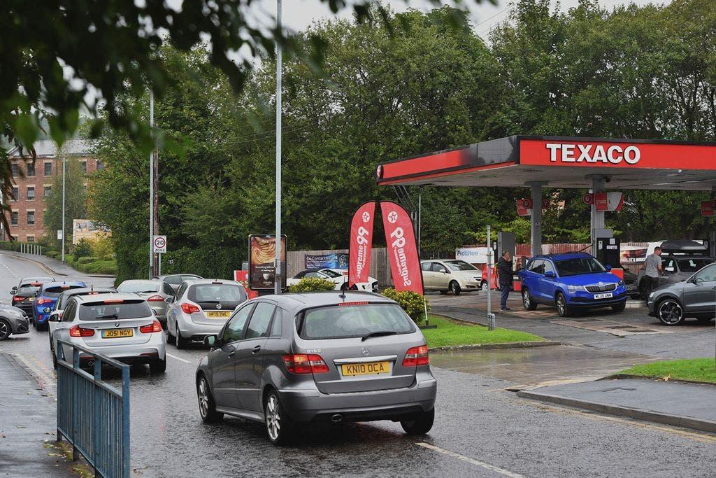 """Gobierno británico ve """"primeras señales"""" estabilización gasolineras"""
