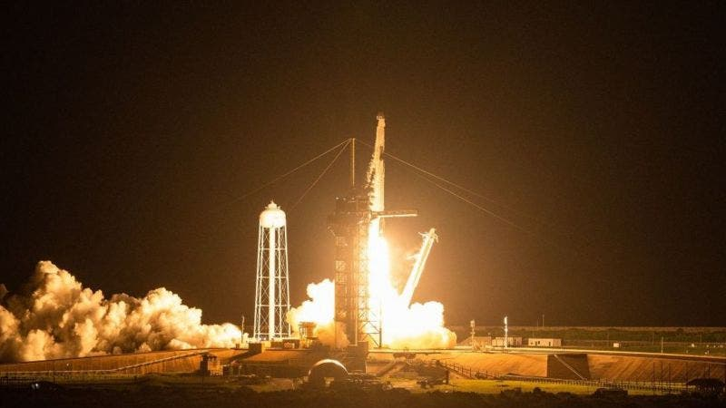 SpaceX: la misión de astronautas aficionados Inspiration4 parte hacia el espacio
