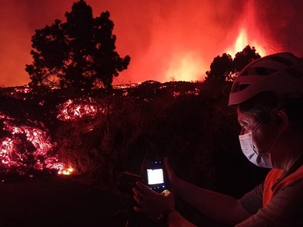 Erupción volcánica en una isla española continúa sin heridos