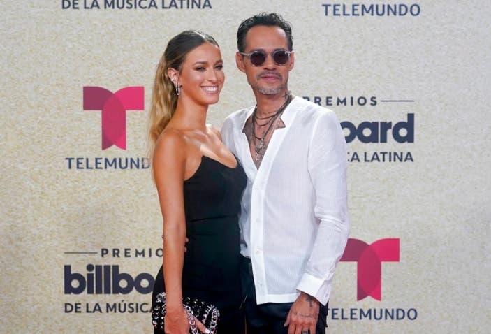 A Marc Anthony se le vio muy bien acompañado en la alfombra roja de los Billboard