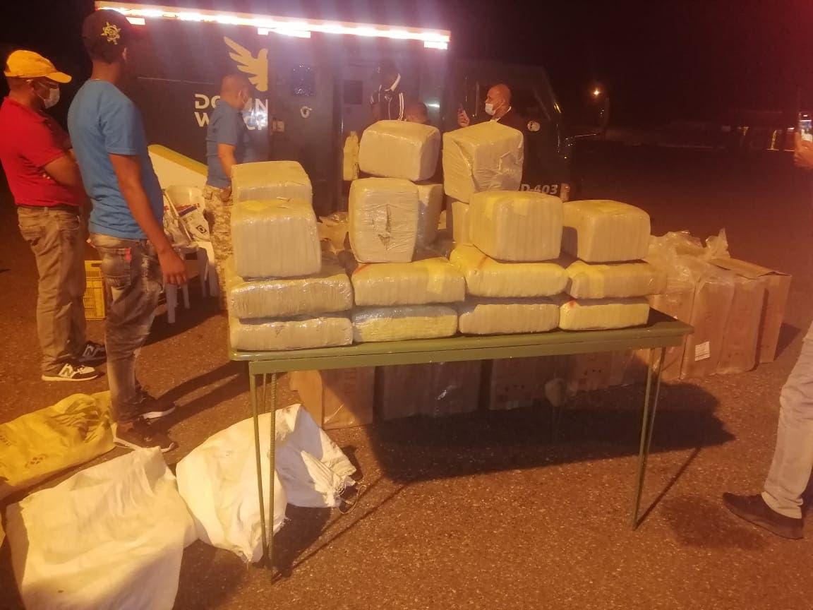 Miembros del Ejército ocupan 360 libras de marihuana en Azua
