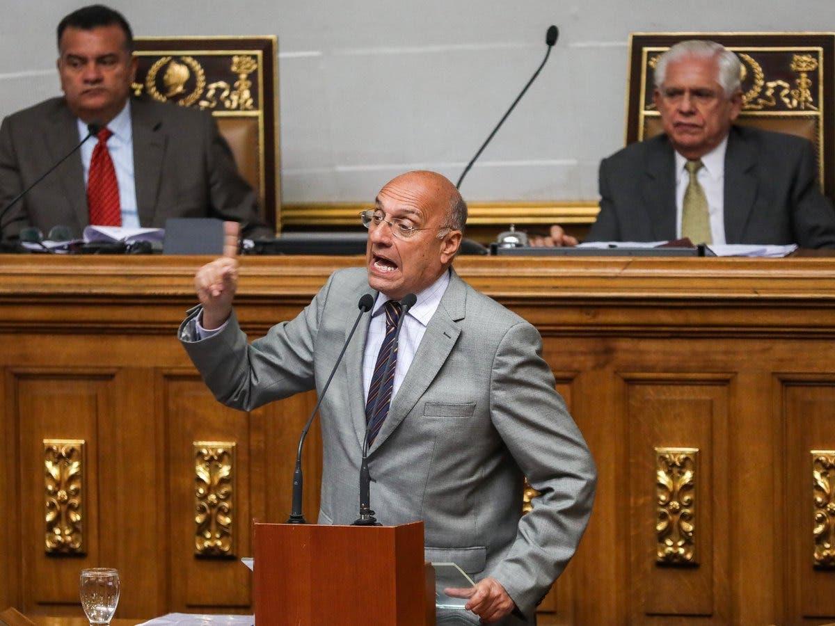 Oposición acusa a Maduro de no defender zona en disputa con Guyana