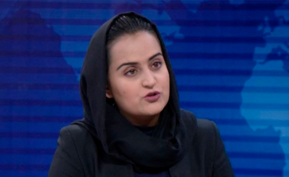 La periodista que entrevistó a los talibanes huyó de su país