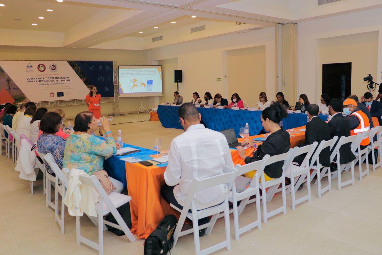 CNE y Defensa Civil imparten taller a gobernadoras para lograr resiliencia territorial
