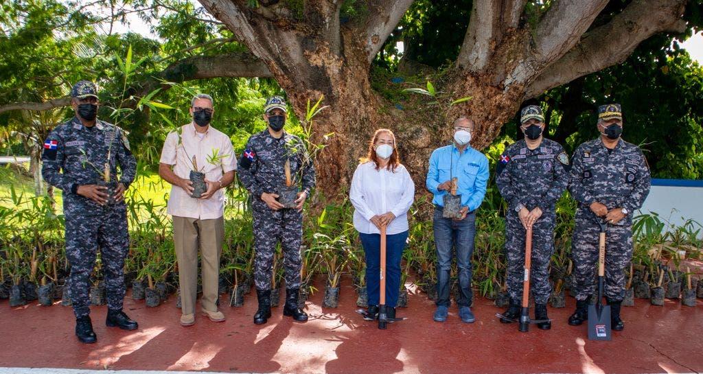 UTEPDA y Policía Nacional realizan jornada de reforestación