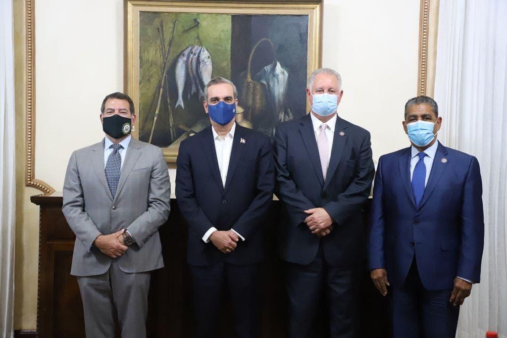 Presidente Abinader recibe visita de congresistas estadounidenses; buscan fortalecer vínculos entre RD y EEUU