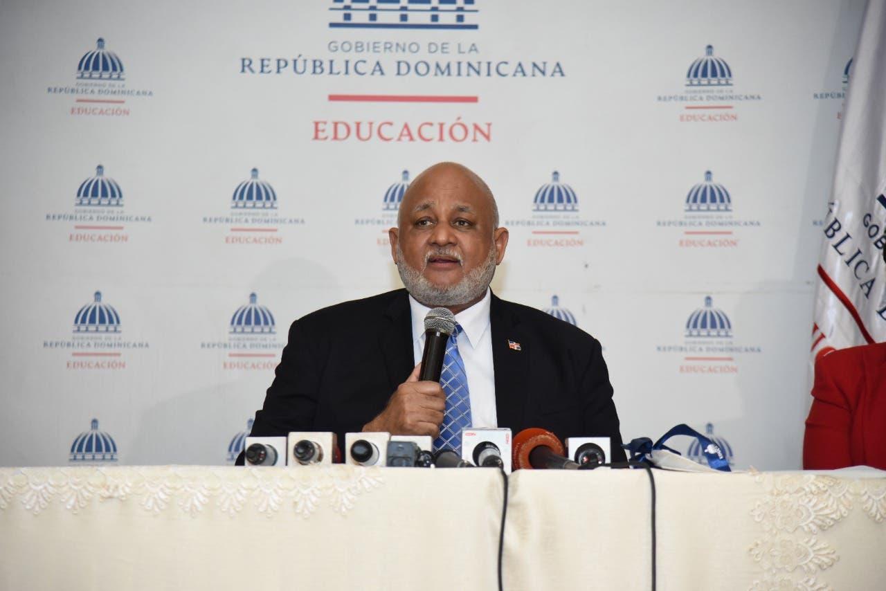 Ministerio de Educación presenta plan para el año escolar 2021-2022