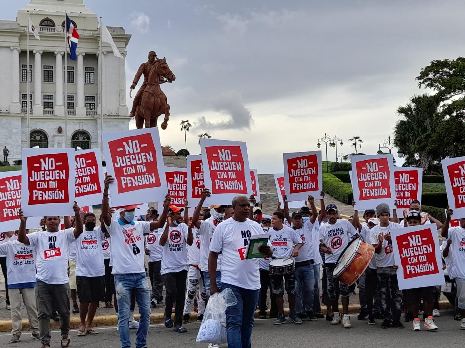Trabajadores de distintos sectores rechazan se entregue el 30% de los fondos de pensiones