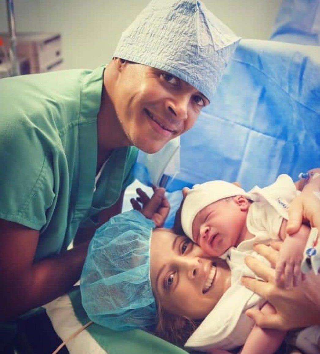 Félix Sánchez y María Dimitrova muestran al mundo a su bebé Ayden