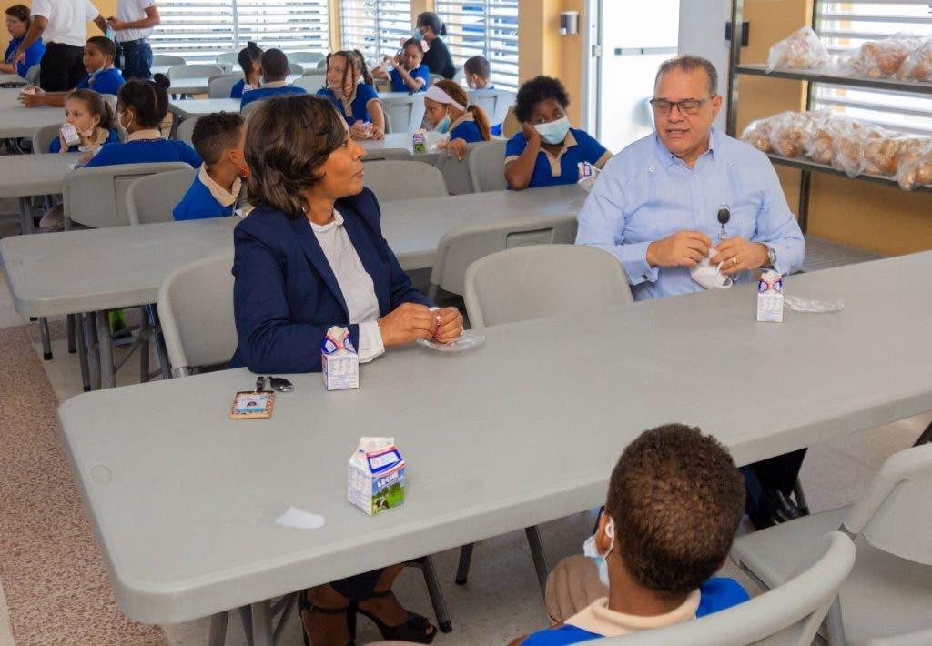 Director INABIE supervisa entrega y calidad desayuno escolar en primeras dos semanas de docencia