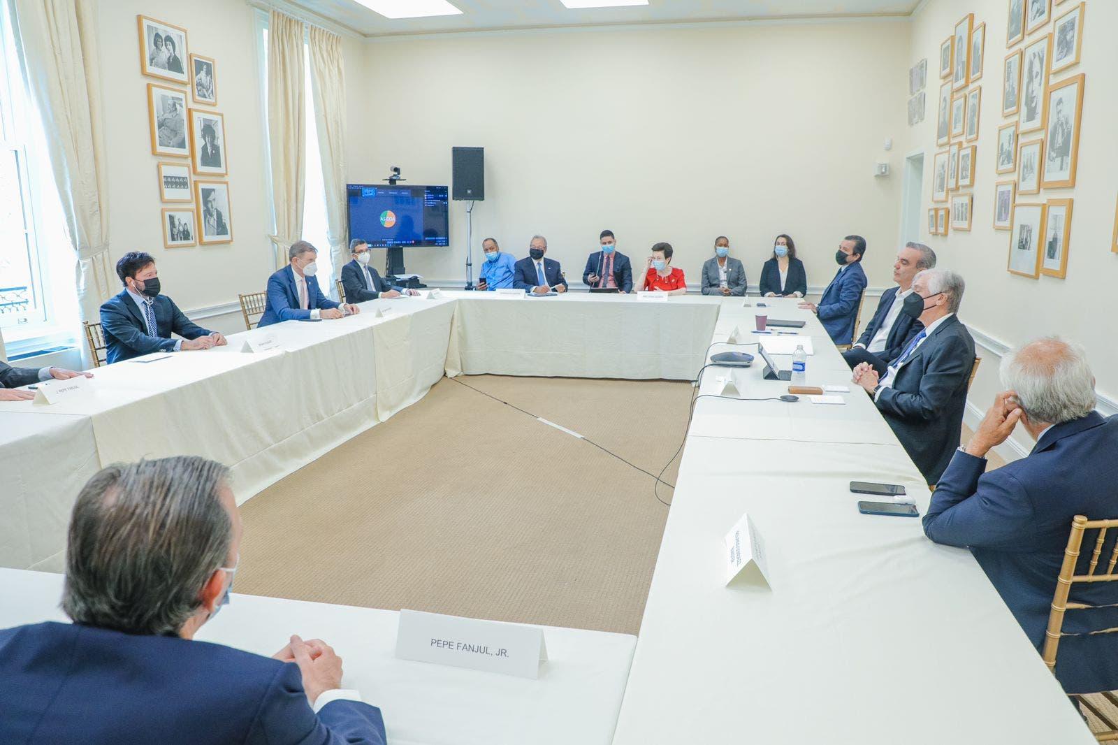 Presidente Abinader pide a comunidad internacional propiciar diálogo en Haití