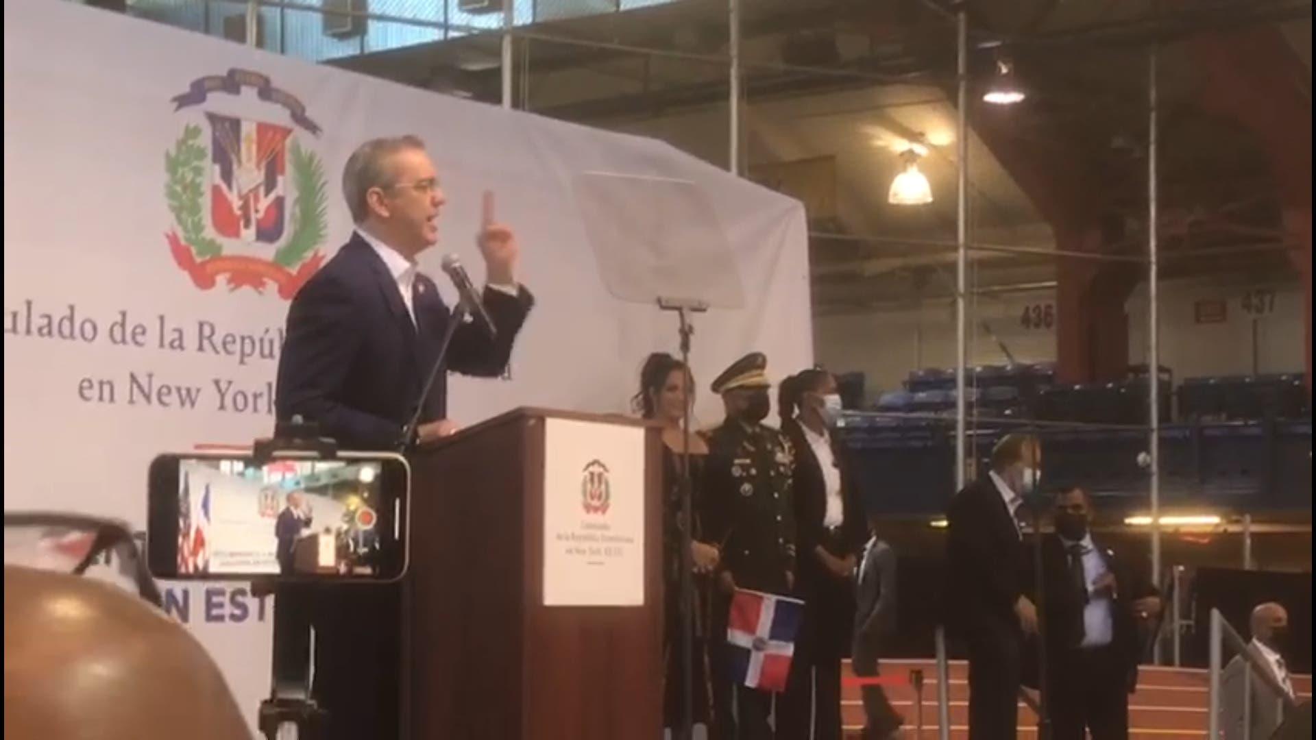 Presidente Abinader da bienvenida a 2,600 nuevos dominicanos