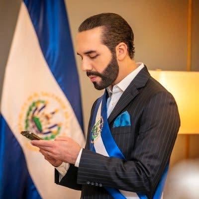 """Nayib Bukele escribe en su biografía de Twitter """"dictador de El Salvador"""