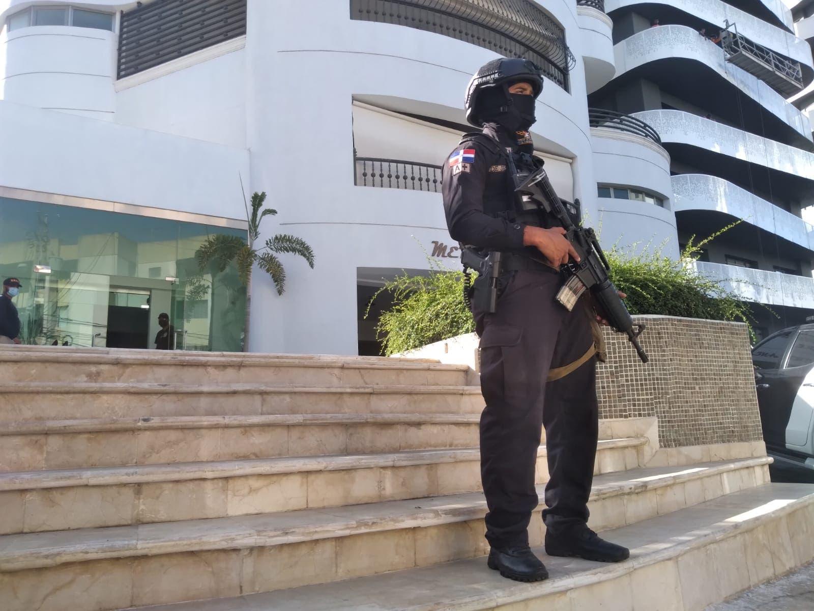 Autoridades realizan varios allanamientos en Santo Domingo y Santiago