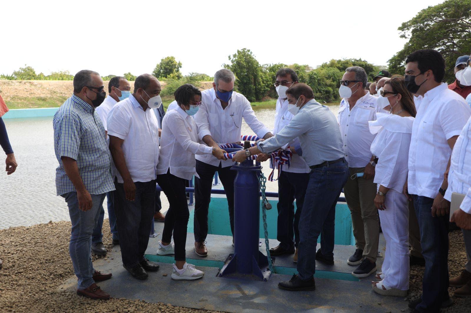 Presidente Abinader entrega obras de riego en Montecristi por más de RD$84 millones