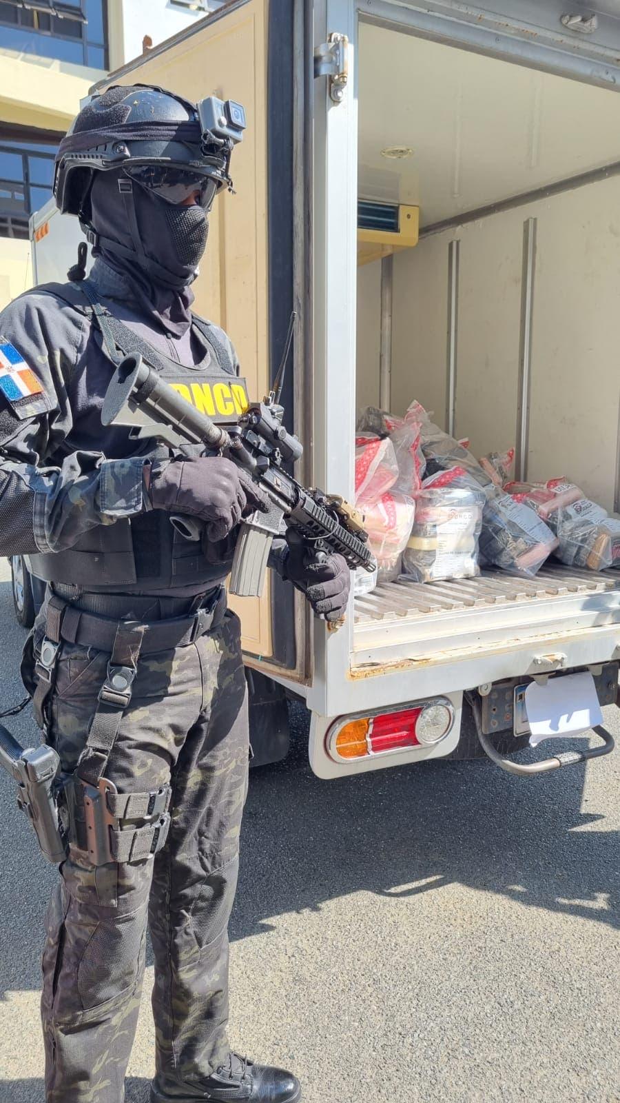 DNCD ocupa 182 paquetes de cocaína; apresan tres en Barahona