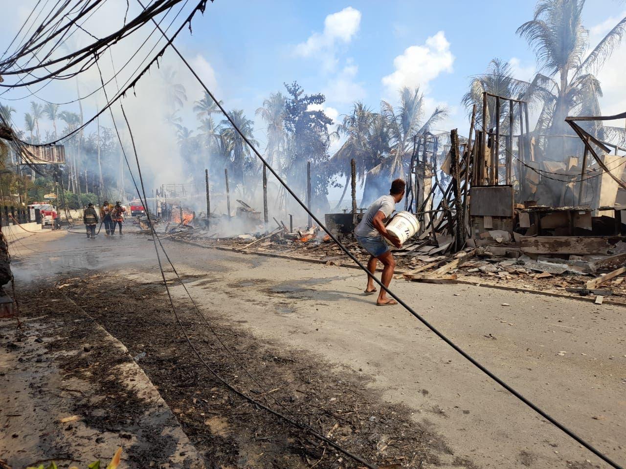 Preocupación embarga a propietarios de negocios destruidos por incendio en Las Terrenas