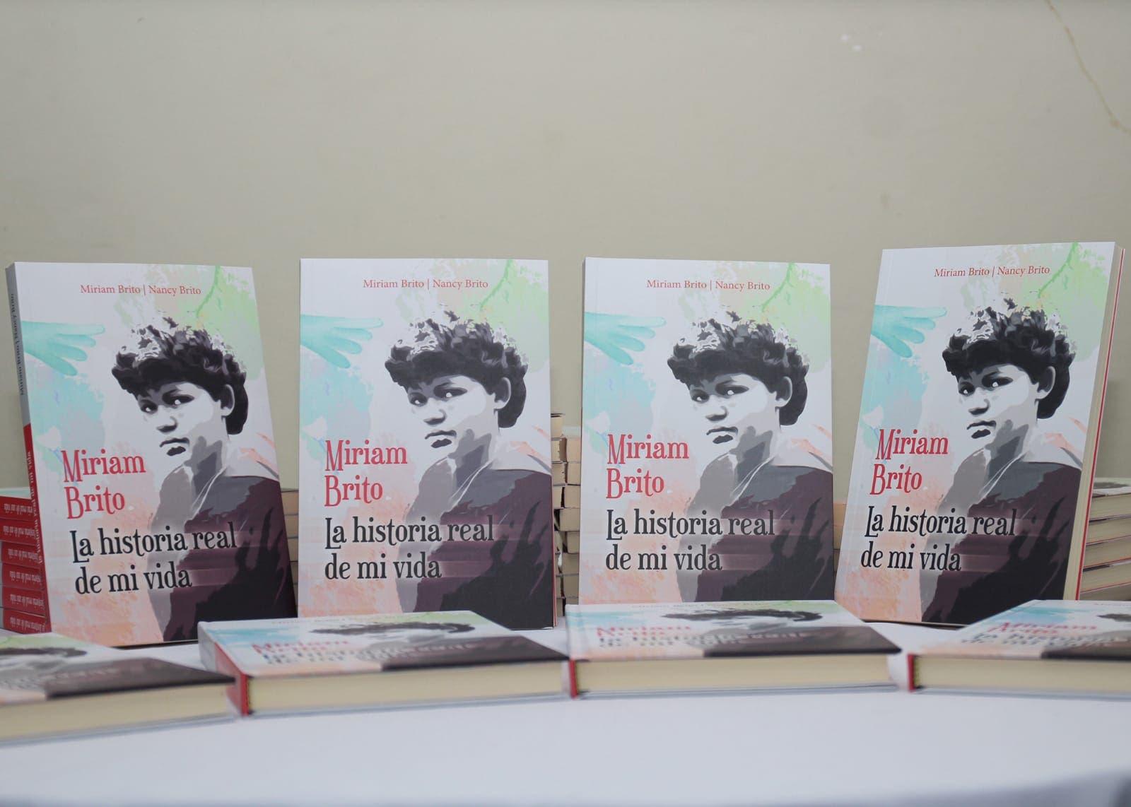 """Ponen en circulación el libro """"Miriam Brito: la historia real de mi vida"""""""