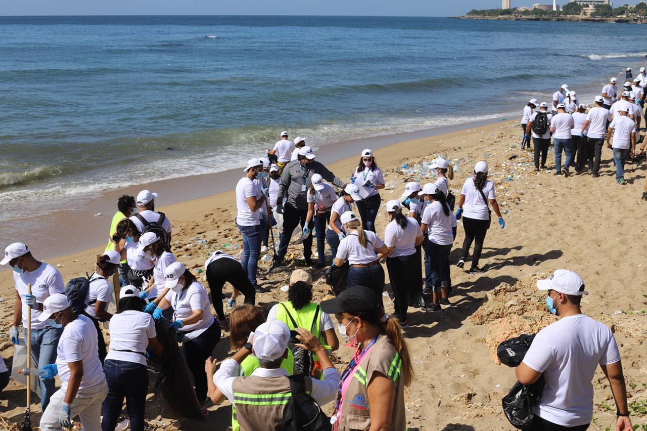 Medio Ambiente realiza jornada en más de 100 playas y riberas de ríos