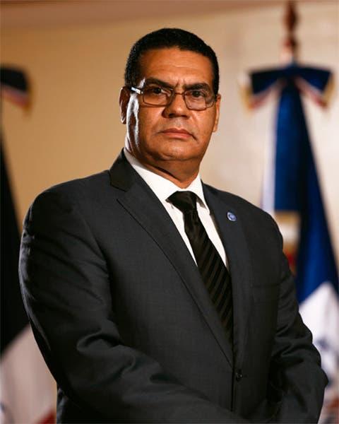Destituyen titular de antilavado Luis González