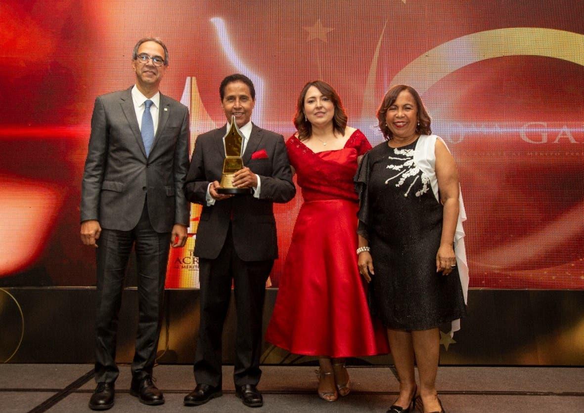 Personalidades fueron reconocidas en el Premio al Mérito
