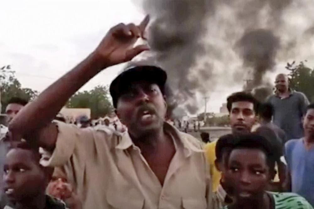 Sudán: Militares detienen a funcionarios del gobierno