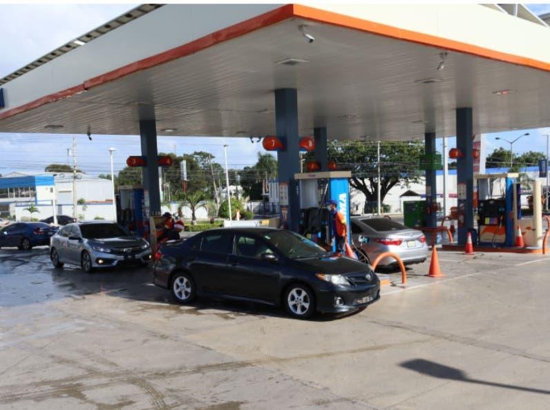 Indignación por el aumento del precio de gasolina regular