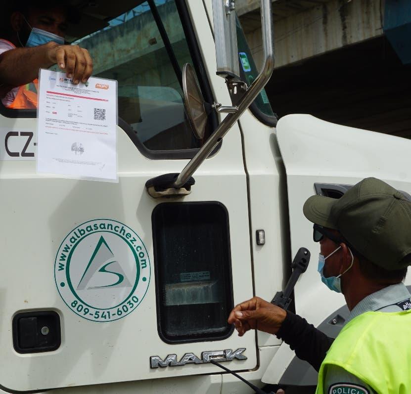 Acceso vehículos pesados al Distrito Nacional es limitado; alto costo peaje es dilema
