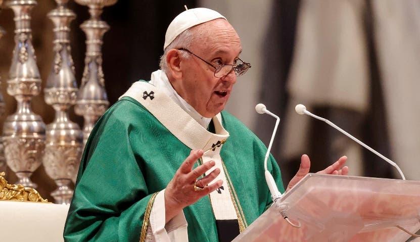 Papa  critica gasto en armas  de los países