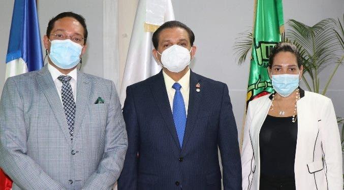 Ministro de Salud Pública imparte una conferencia
