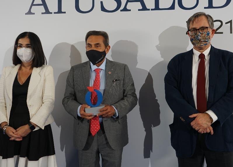"""El doctor Gabriel Serrano recibe  el  premio """"A tu Salud"""",  en Madrid"""