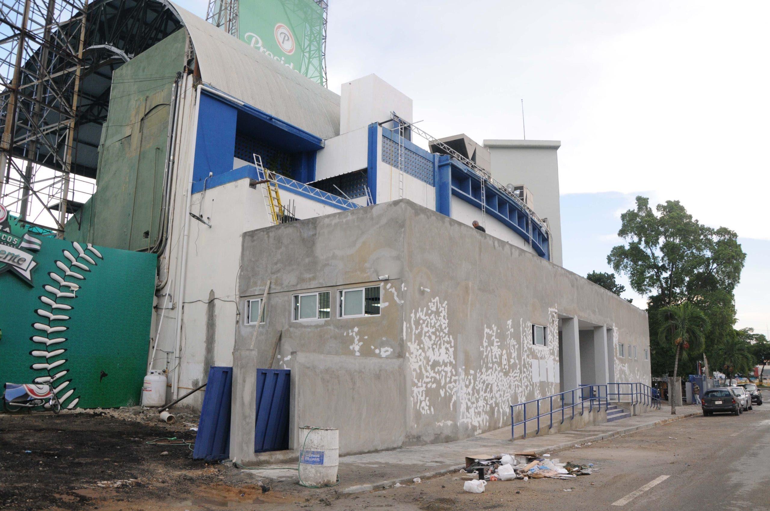 Atraso en remodelación del estadio Quisqueya