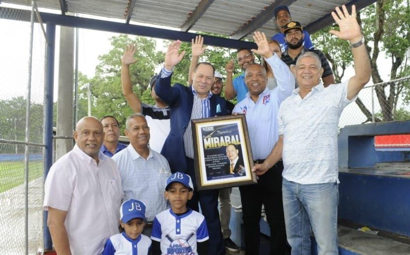 La Fedobe reconoce  trayectoria de  Franklin Mirabal