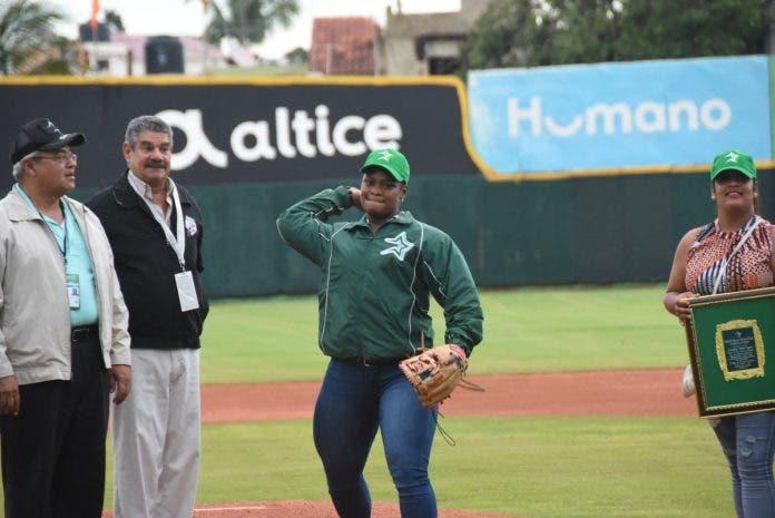 Medallista Crismery Santana hará lanzamiento primera bola en el Tetelo Vargas