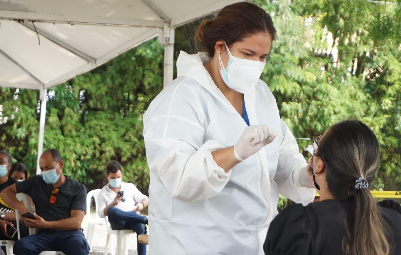Indicadores vacunación y pruebas PCR aumentan