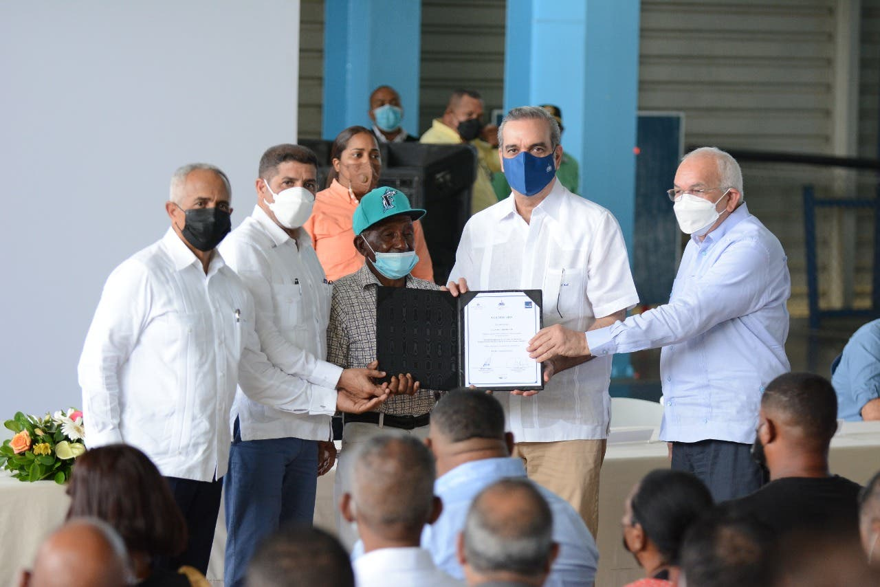 Abinader dispuso RD$72 millones a proyecto para combatir crisis por fiebre porcina