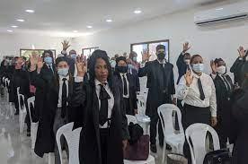 Decenas de abogados se diploman en Procesal Constitucional