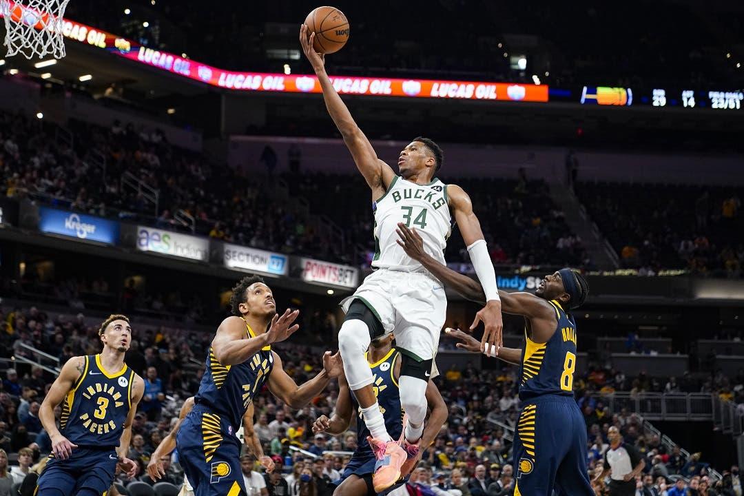 Antetokounmpo lidera triunfo de los diezmados Bucks ante Pacers