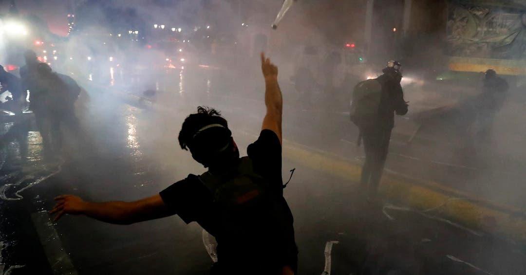 Dos fallecidos y 450 detenidos deja aniversario de crisis social en Chile