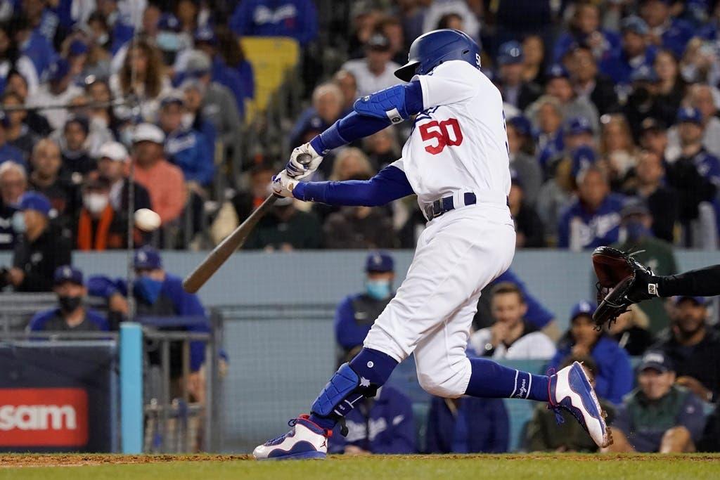 Dodgers ganan a Gigantes 7-2, fuerzan un 5to juego