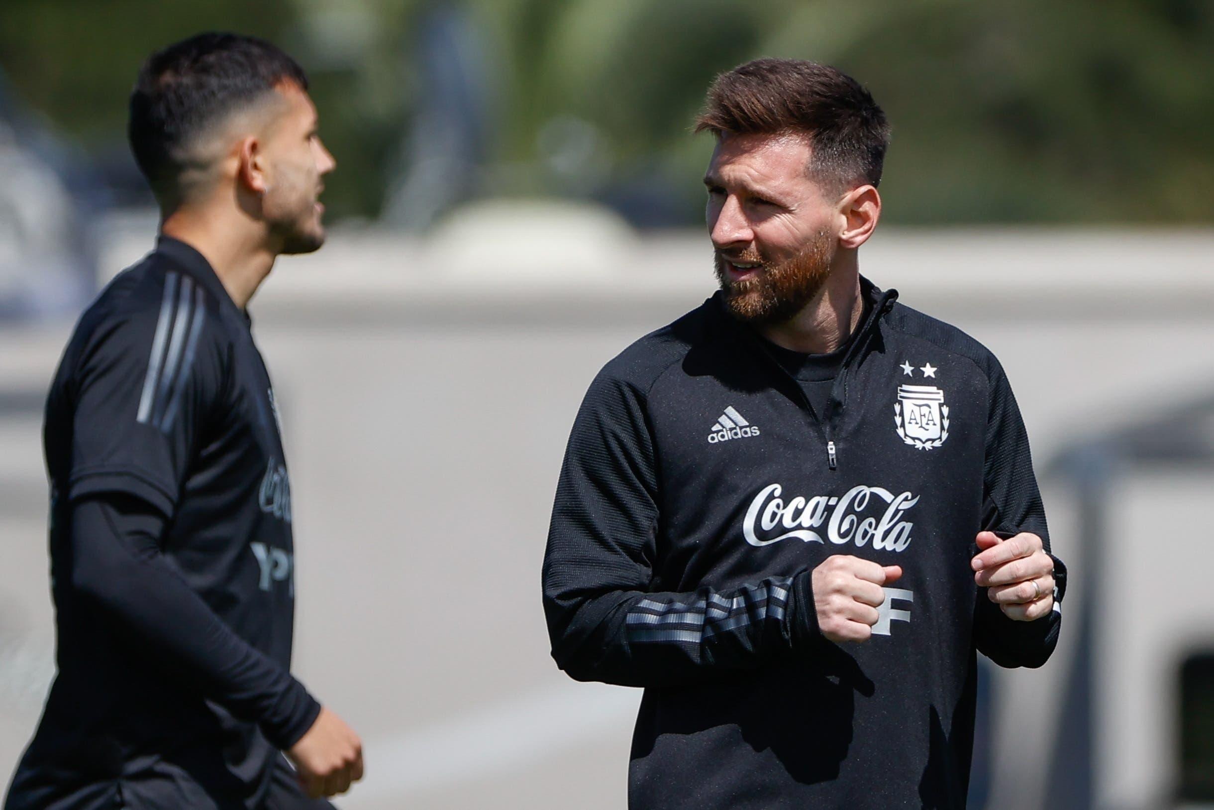 Argentina se entrena con normalidad y viaja a Paraguay con un Messi pleno