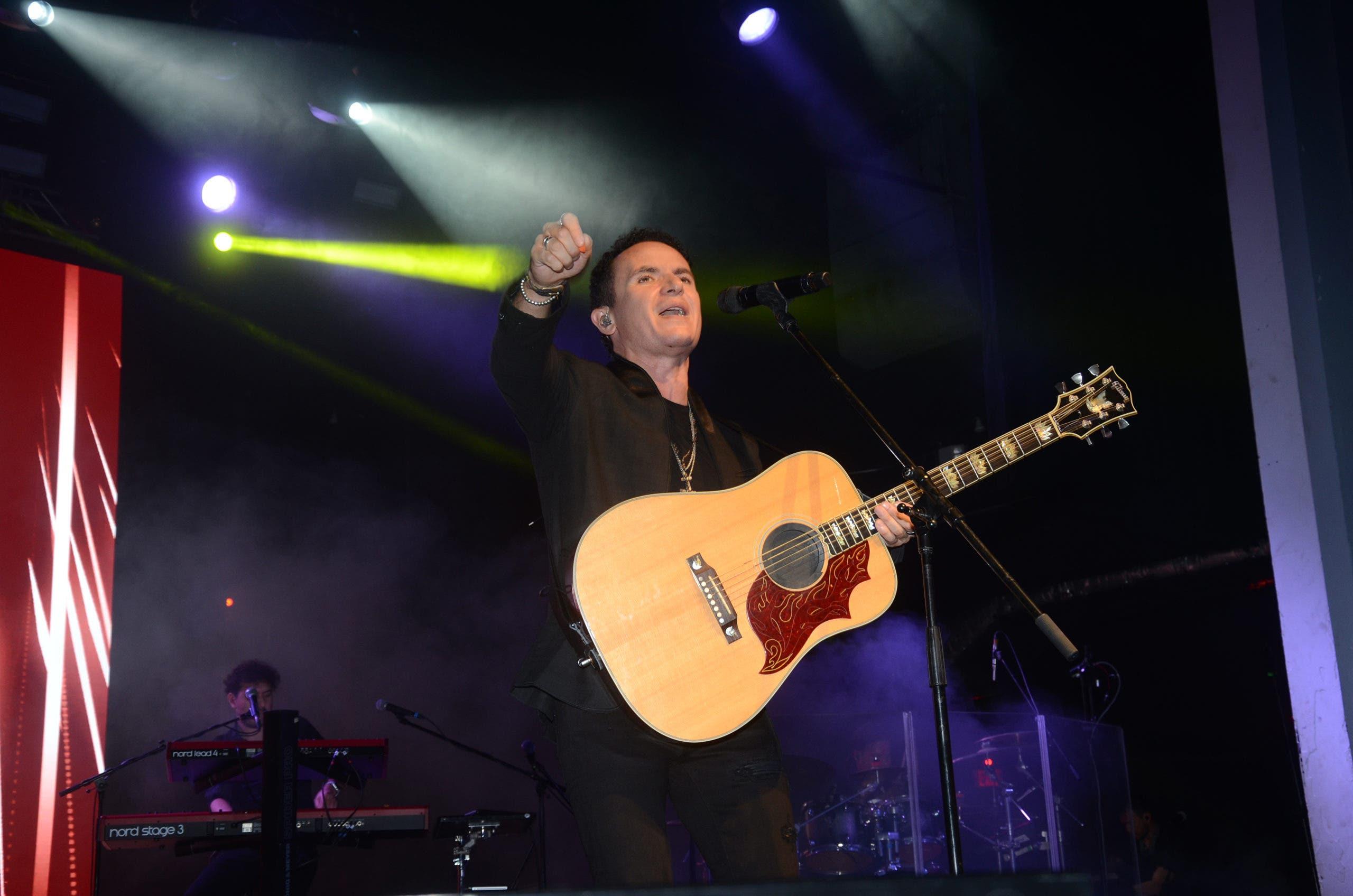 Fonseca brinda concierto cargado de romanticismo en el Jaragua