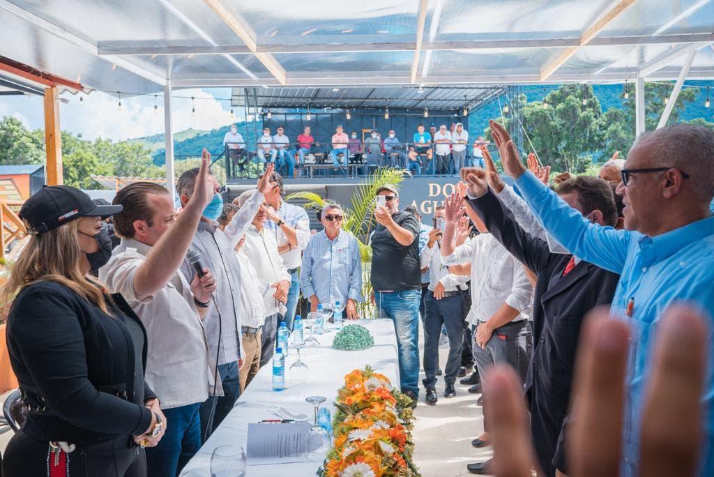 Paliza juramenta alcalde del PLD de municipio Sabana Larga de Ocoa