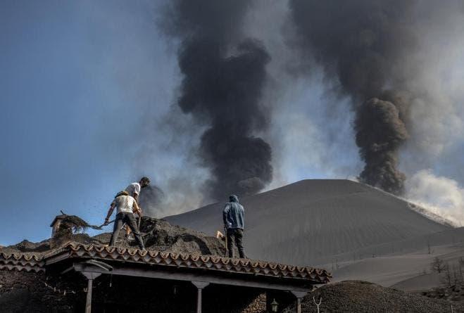 Volcán de La Palma arroja tsunami de lava, según científicos