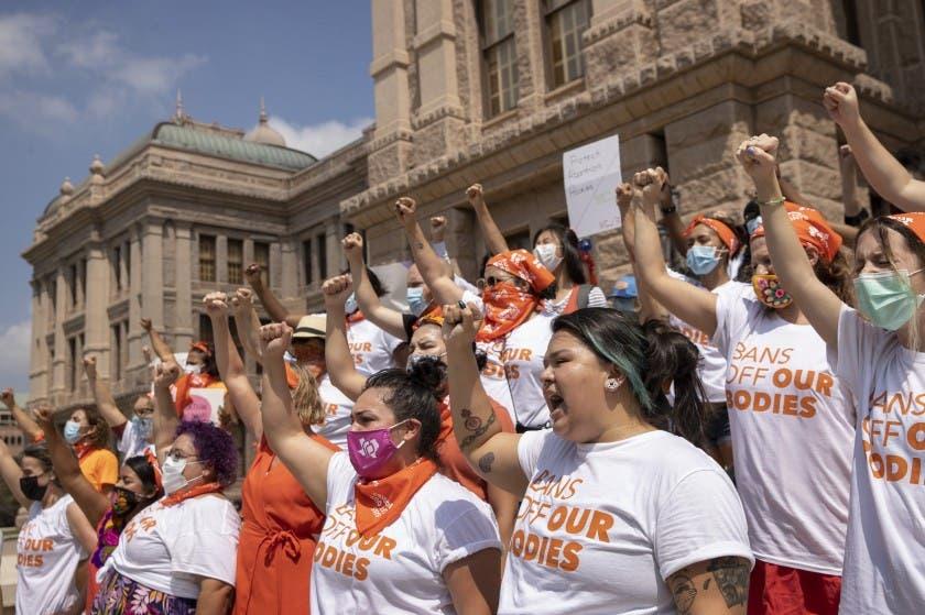 Juez federal pondera si Texas puede mantener ley de aborto