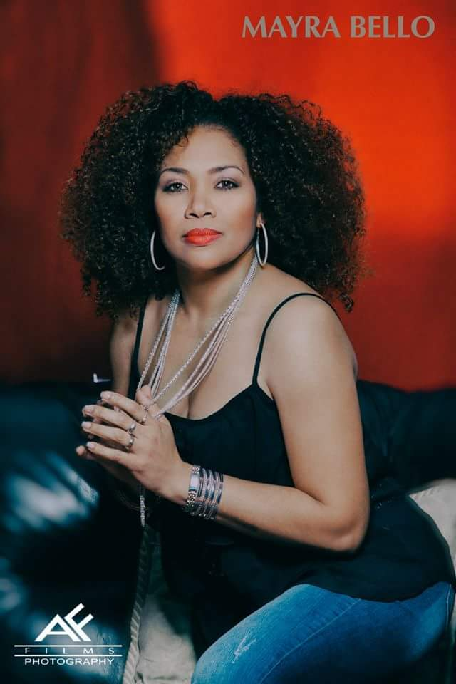 Mayra Bello estrena tema navideño prepara álbum musical