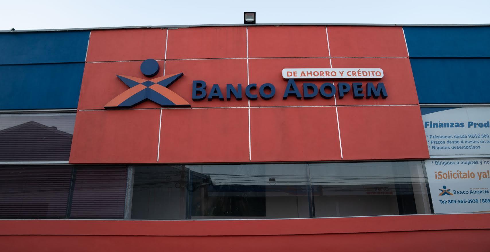 El 18% de los clientes de Banco ADOPEM sale de la pobreza en su segundo año de relación con la entidad