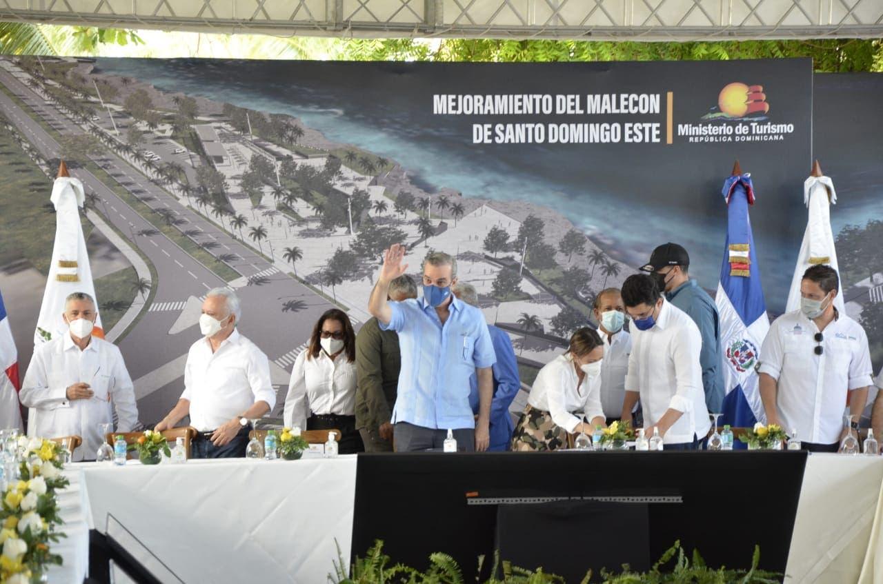 Gobierno presenta proyecto Mejoramiento del Malecón SDE con inversión de RD$550 millones